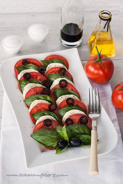 sałatka caprese zczarnymi oliwkami
