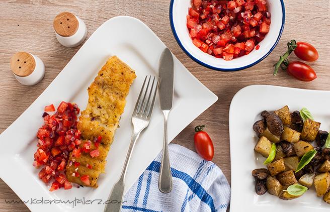 dorsz curry zpieczonymi ziemniaczkami ipomidorami orazpomidorową salsą