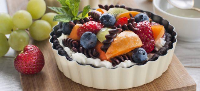 sałatka owocowa z makaronem czekoladowym na tartaletkach