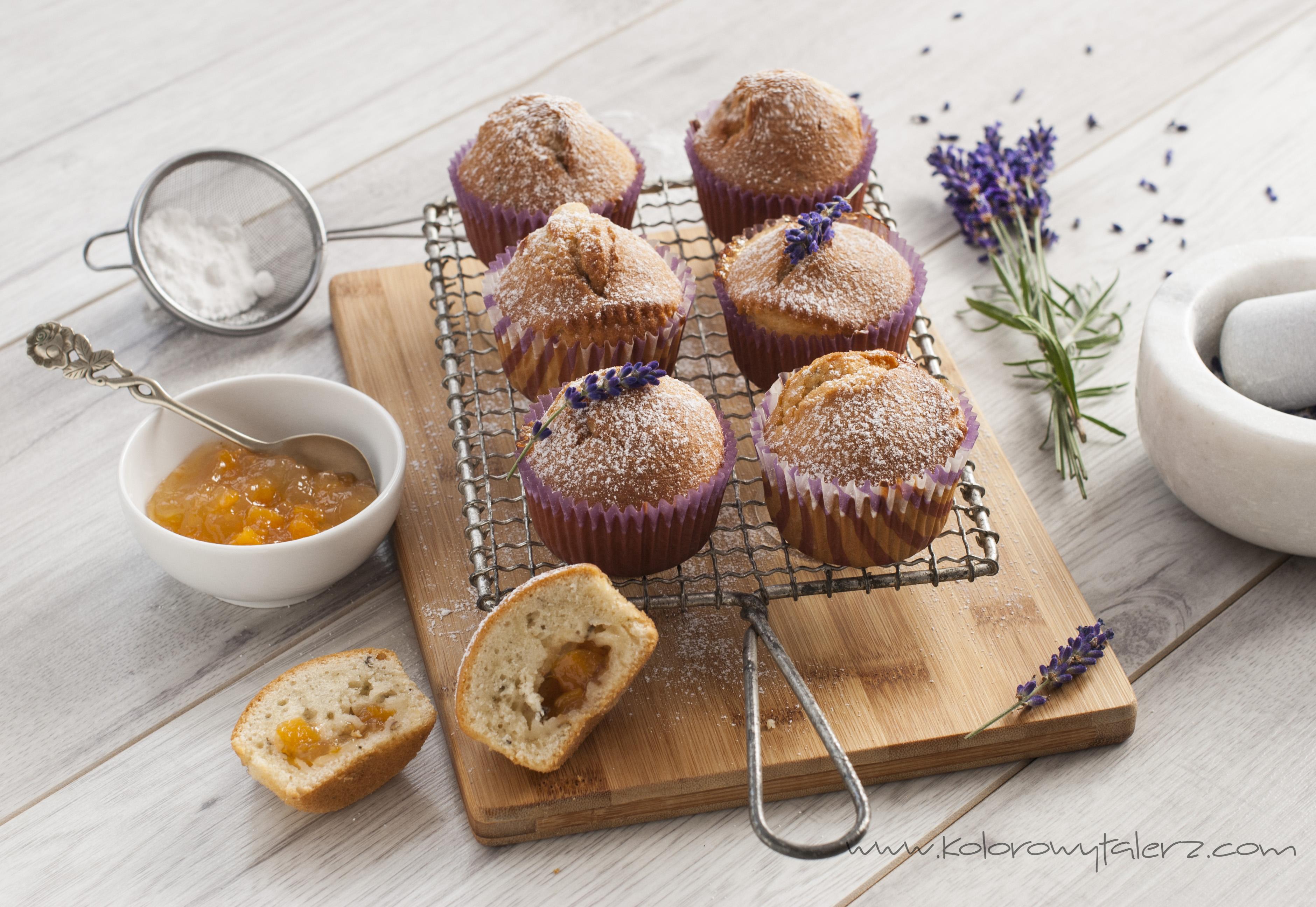 muffiny zcukrem lawendowym ikonfiturą brzoskwiniową