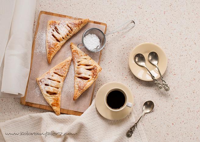 ciastka francuskie zbrzoskwinią