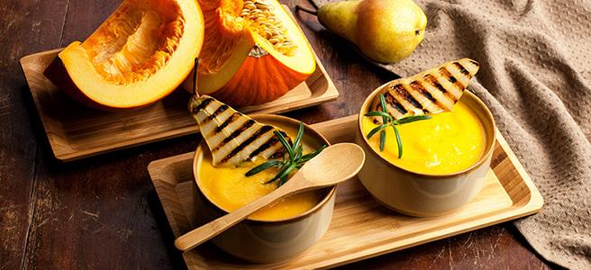 zupa krem z pieczoną dynią i grillowaną gruszką