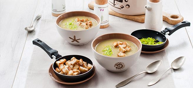 porowa zupa krem z topionym serem i grzankami